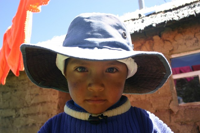23559-puno-peru-island-beautiful-kid-amantani