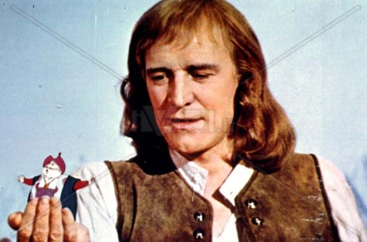 """Richard Harris, el actor principal en """"Viajes de Gulliver"""", filme de 1977."""